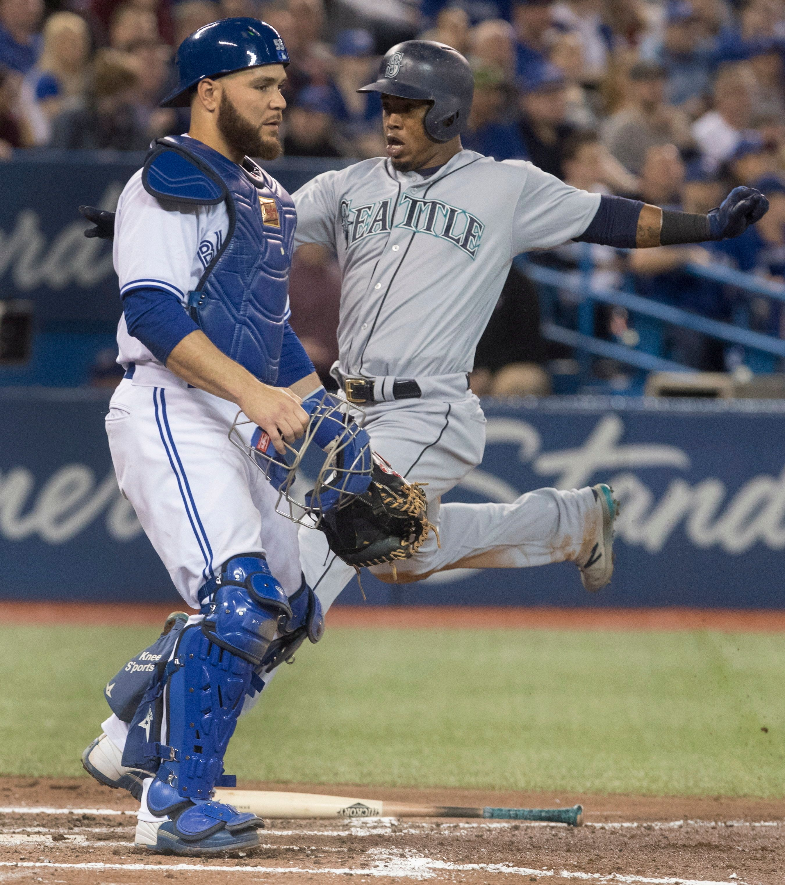 Seager hits 2 HRs, 1 a slam, Mariners beat Blue Jays 9-3