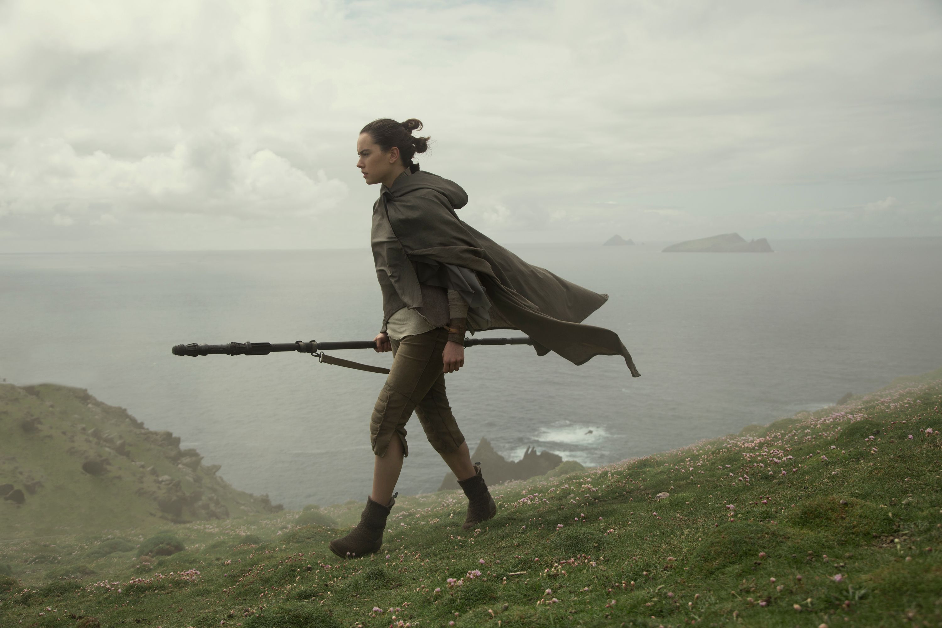 Stellar 'Star Wars: The Last Jedi' throws a few twists into the Skywalker space opera