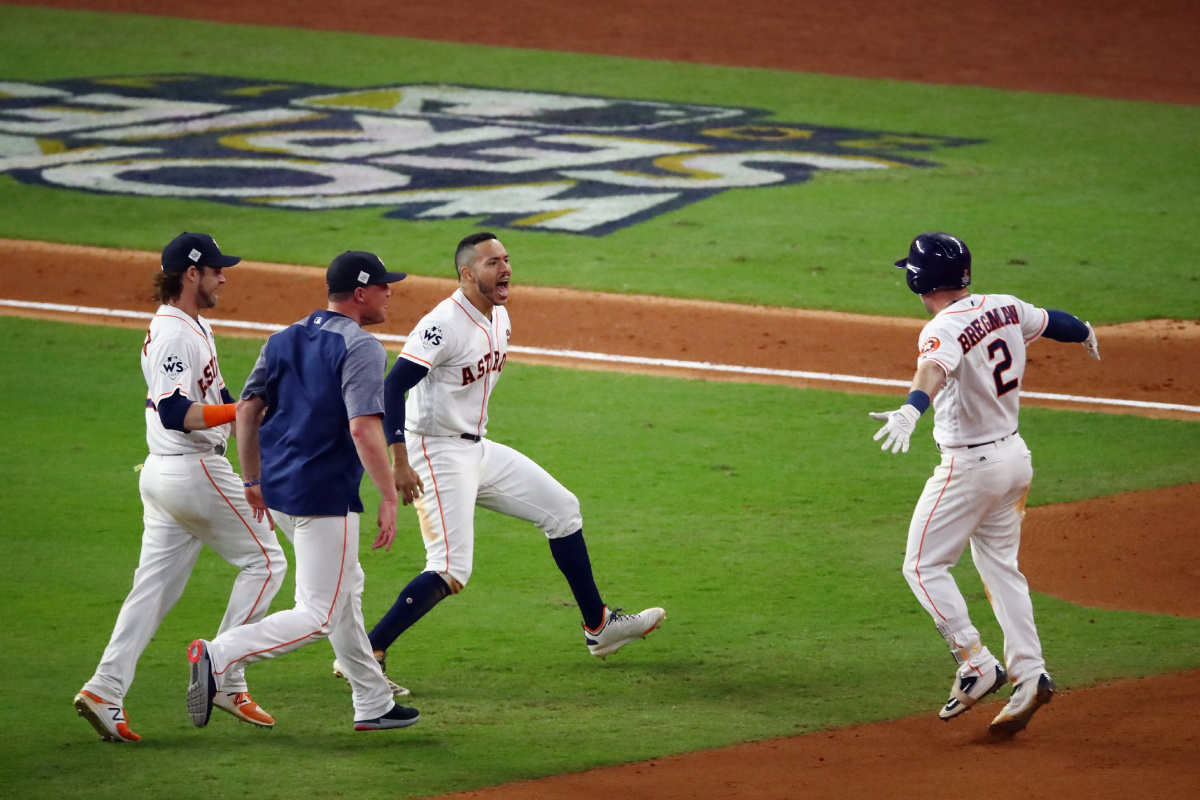 Astros blast by Dodgers 13-12 in Game 5, lead World Series 3-2