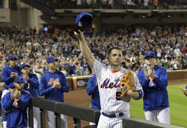 MLB Notebook: Wright walks off to long ovation in farewell game with Mets