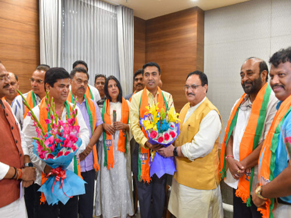 Goa CM meets Amit Shah, 10 Congress MLAs formally join BJP