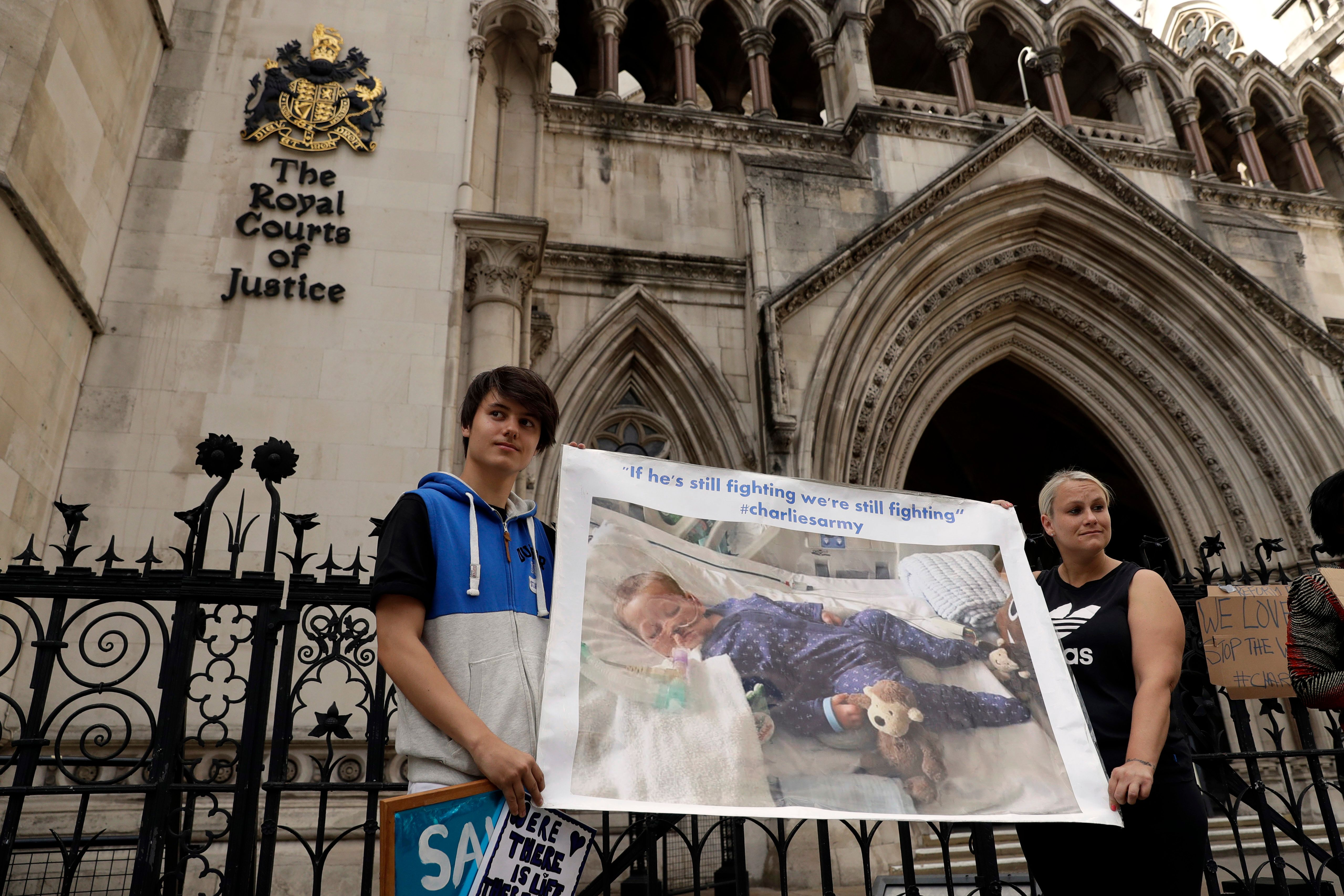 Charlie Gard: American doctor evaluates terminally ill British baby