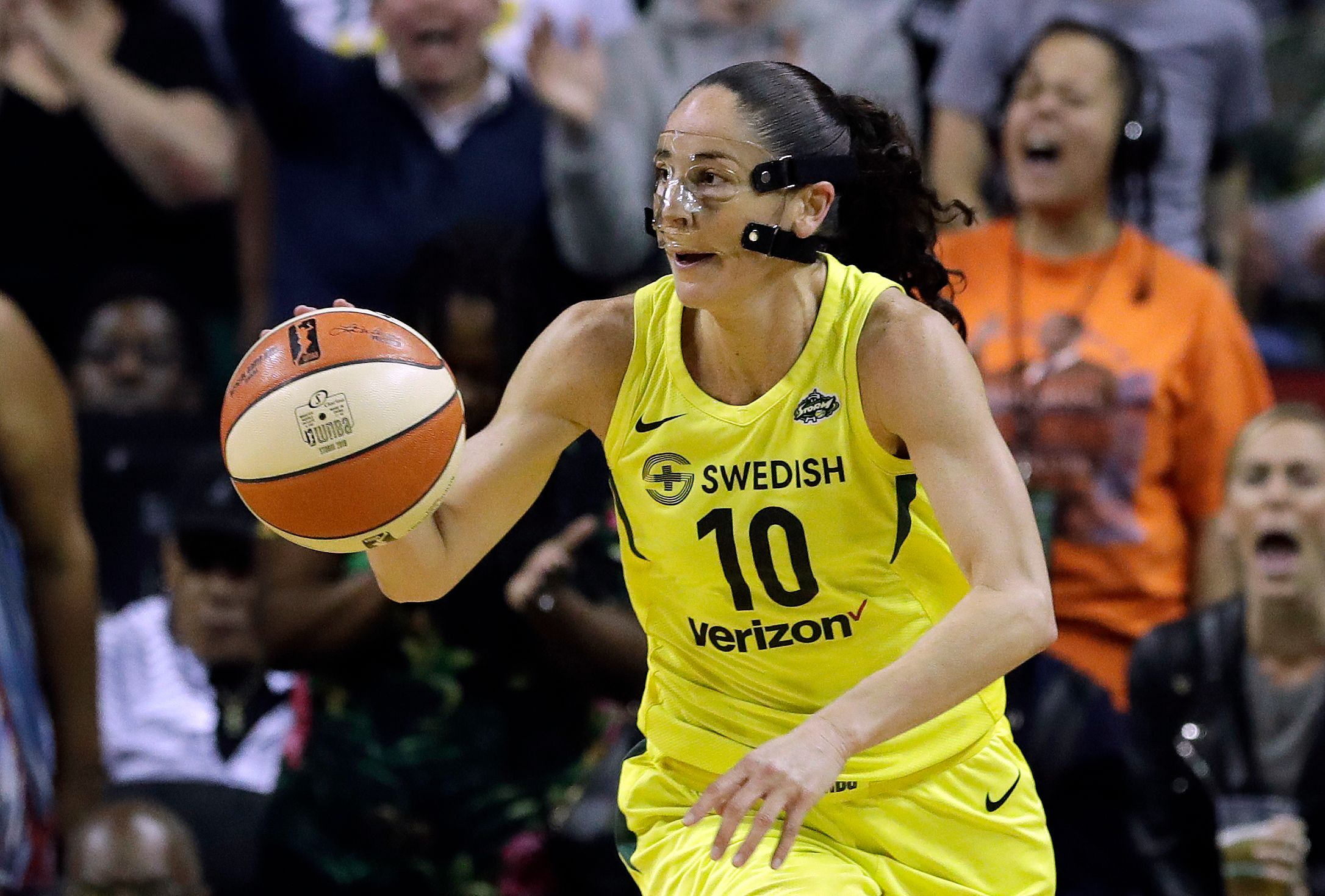 Sue Bird, Elena Delle Donne fight injuries in WNBA Finals