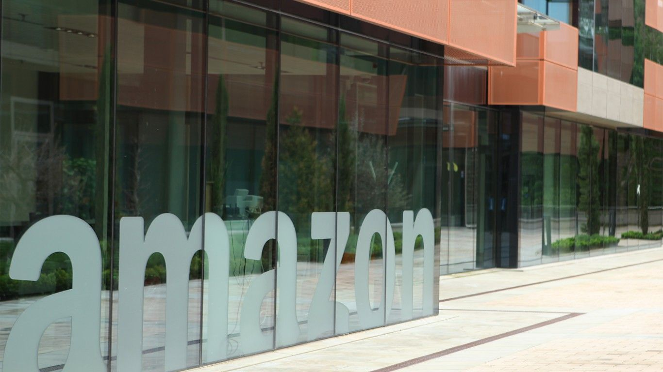 Amazon acquires online pharmacy PillPack in move into health care