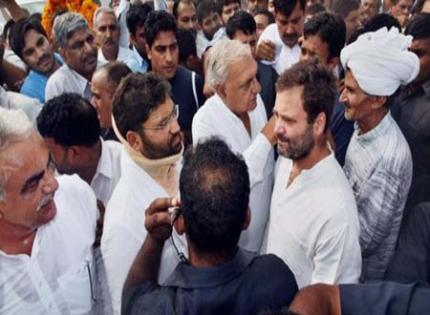 Rahul, Kejriwal attend ex-Army man's funeral, govts pitch in with money