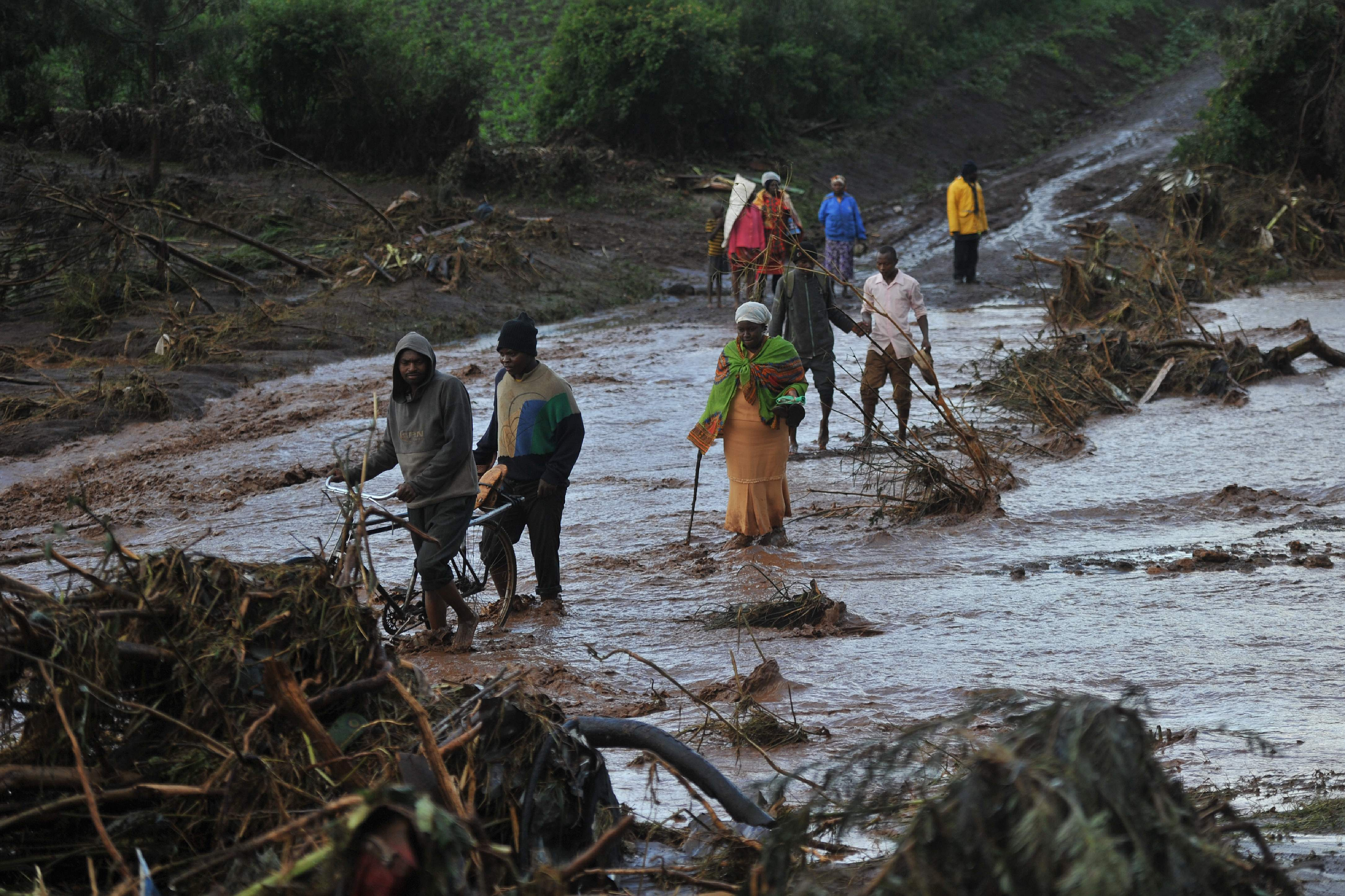 At least 44 killed as dam bursts in Kenya and sweeps away hundreds of homes