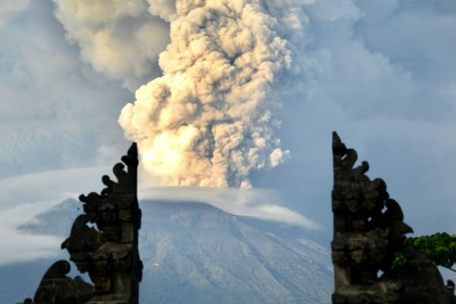 Mount Agung volcano: 80,000 stranded as Bali airport shut