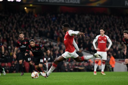 Europa League: Welbeck hits double as Arsenal dive into the last eight