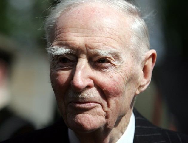 "Evening Top 5: Liam Cosgrave dead at 97; Taoiseach slams ""unwarranted"" Apple decision; Students protest in Dublin"