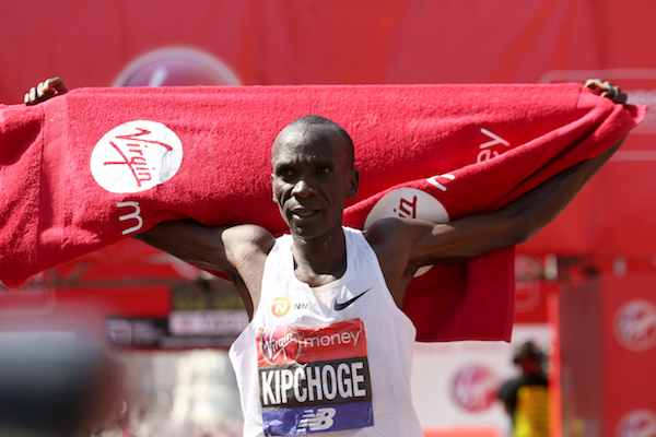 Kenyan Eliud Kipchoge smashes world marathon record