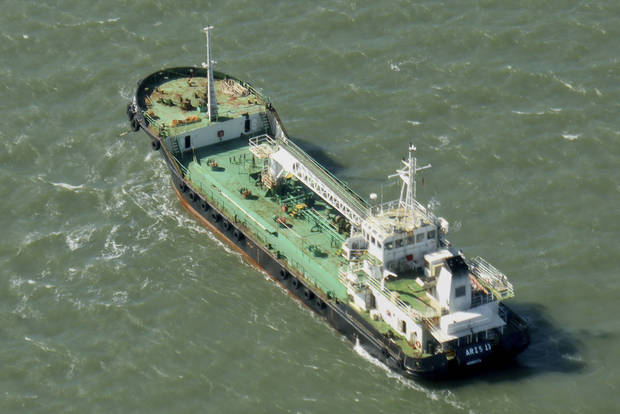 Somali pirates demand ransom for oil tanker, EU force says