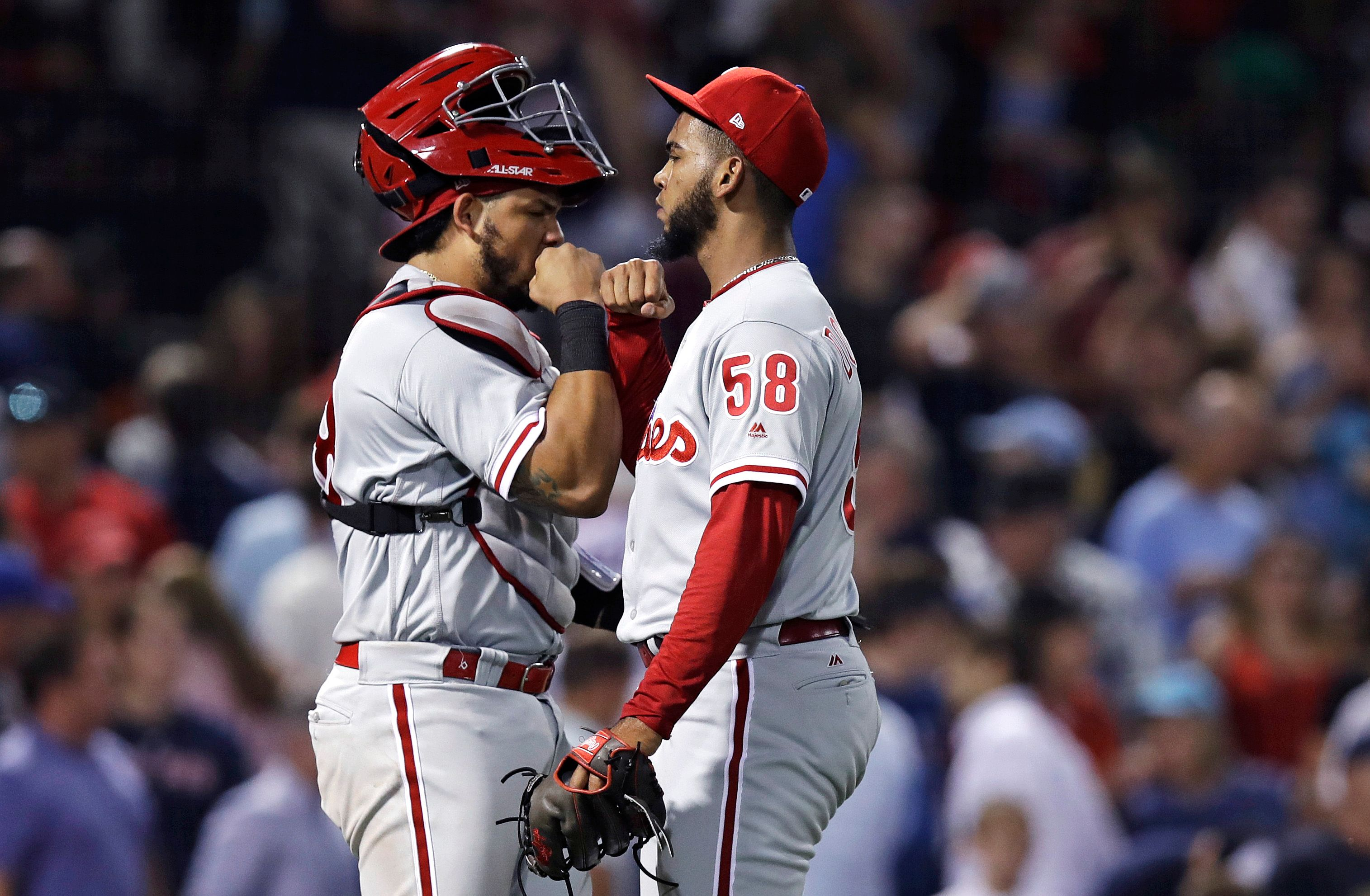 Arrieta helps Phillies end slide with 3-1 win over Red Sox
