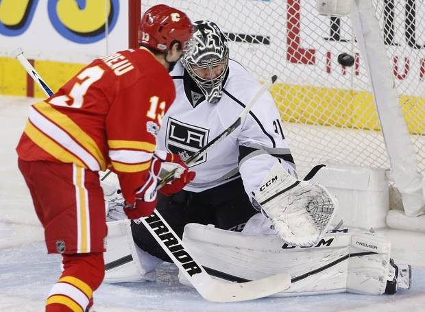 Gaudreau, Monahan lift Flames over Kings 5-2