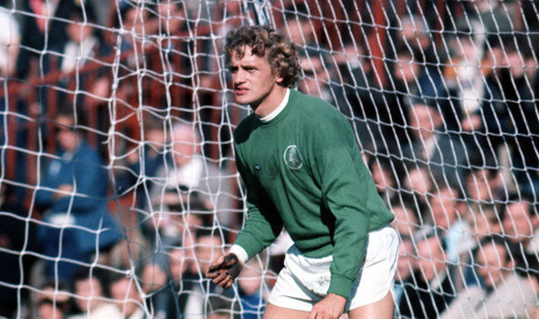 Gary Sprake: Tributes paid for former Leeds and Wales goalkeeper who dies aged 71