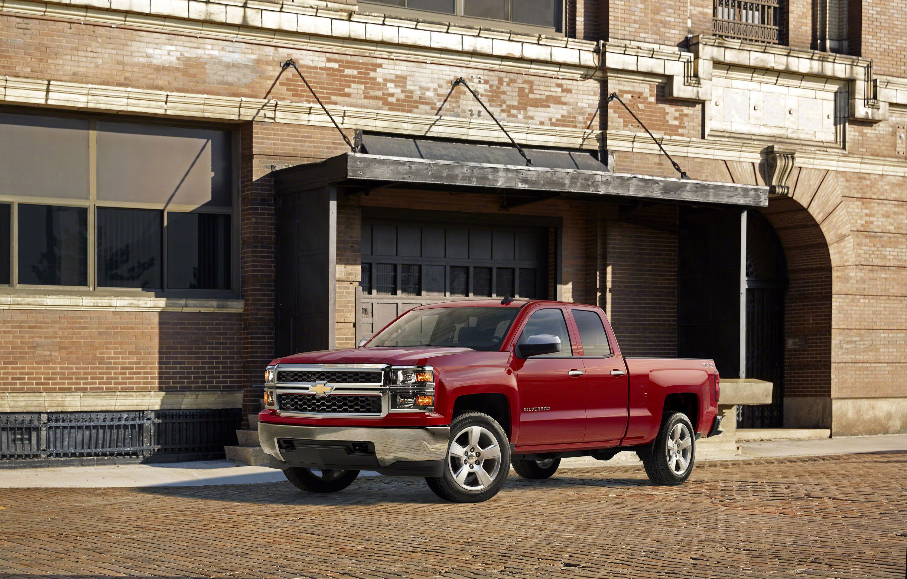 GM recalls 1 million pickup trucks, SUVs that could suffer steering malfunction