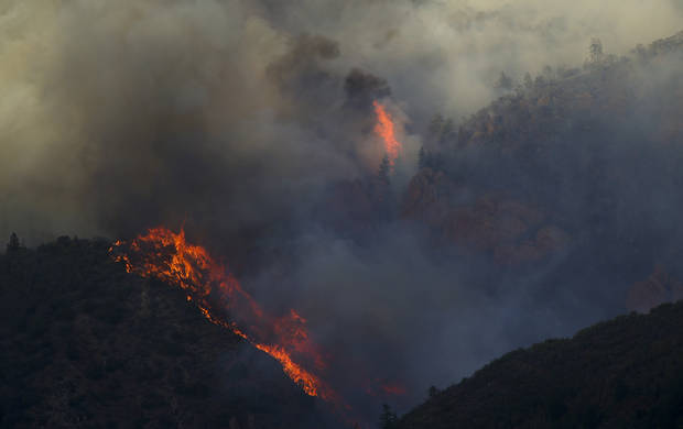 Western wildfires close roads, force hundreds of evacuations