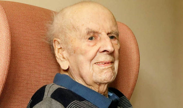 Britain's oldest man dies aged 108 weeks after breaking the record