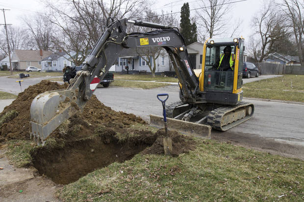 Effort to replace pipes to Flint homes off to slow start