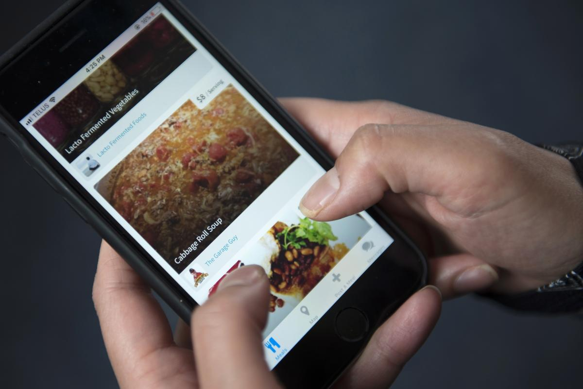 Food-sharing apps allow home cooks to make extra cash. But is the idea blue ribbon-worthy or half-baked?