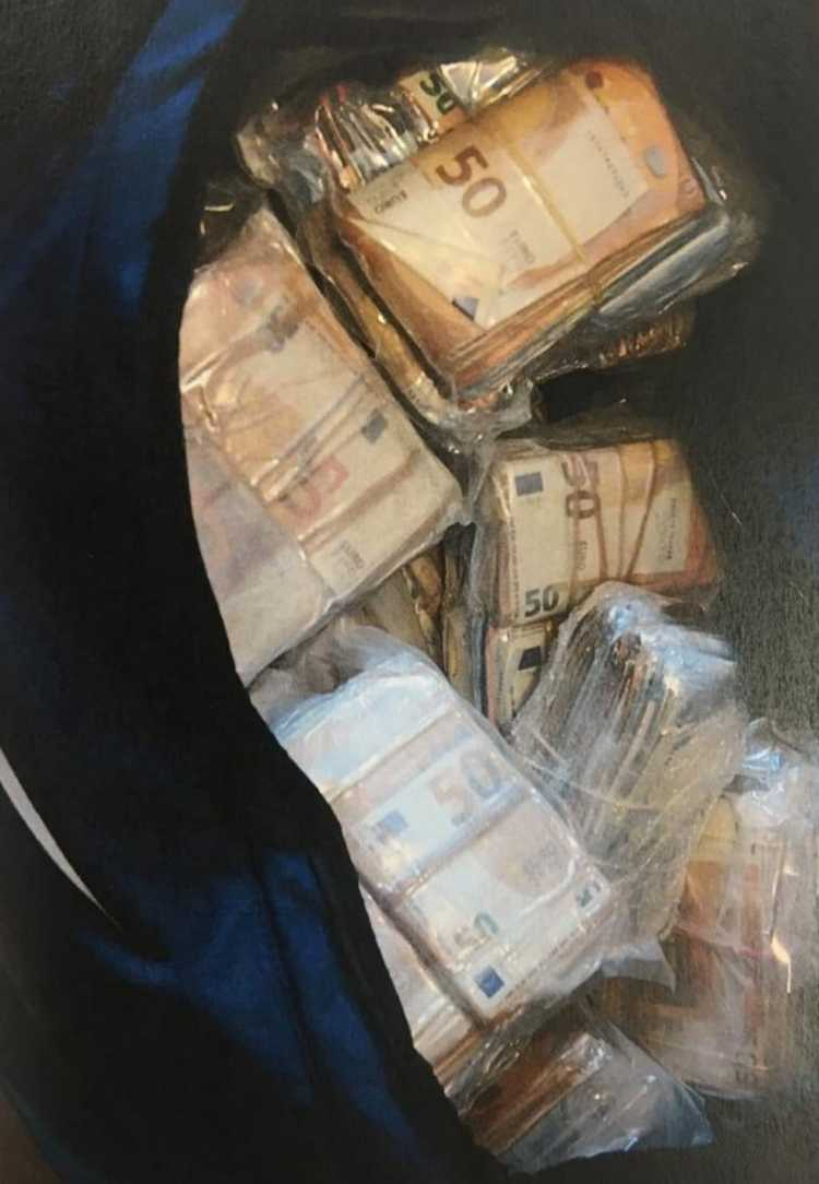 Four men being questioned after €1.2m in cash seized in Dublin and Wexford