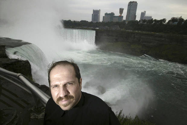 Man who survived 2003 plunge at Niagara Falls now dies there