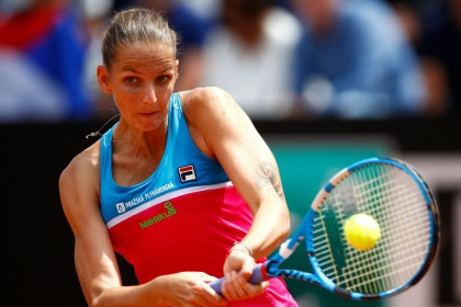 Video: Karolina Pliskova attacks umpire's chair with racquet