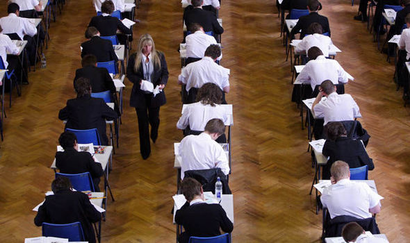 Majority of white working class boys failing to get good GCSEs