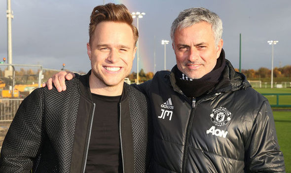 Olly Murs drops in on Man United players in training: Adds some X-Factor for Mourinho