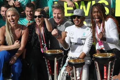 US Grand Prix: Hamilton sets up tense F1 finale with Rosberg