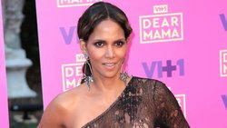 Halle Berry posts nude photo on Instagram