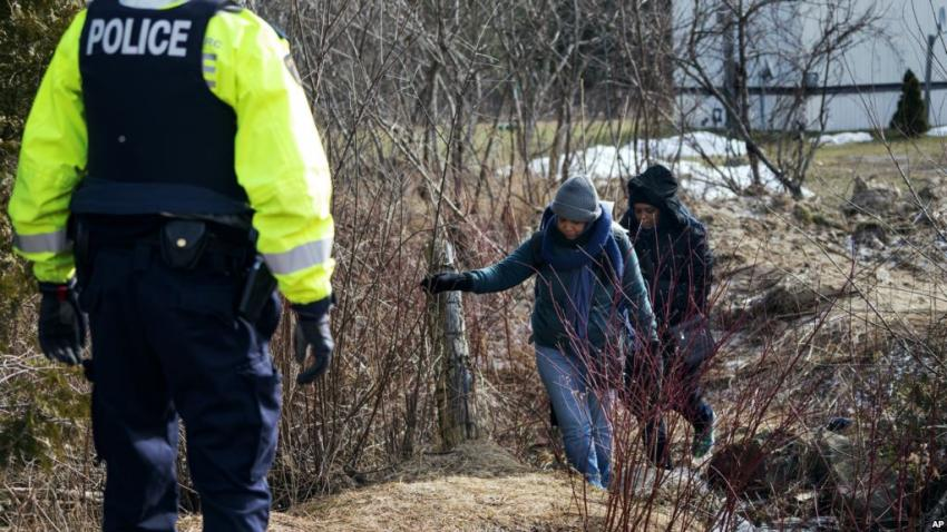 Canada: Asylum seekers risk lives to cross border from Trump's America