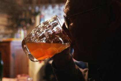 Middle-aged drinkers 'should have more alcohol-free days'