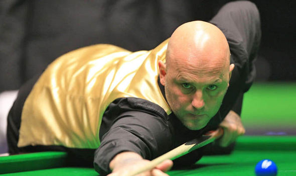 UK Snooker Championships: Mark King docked a frame after forgetting his cue