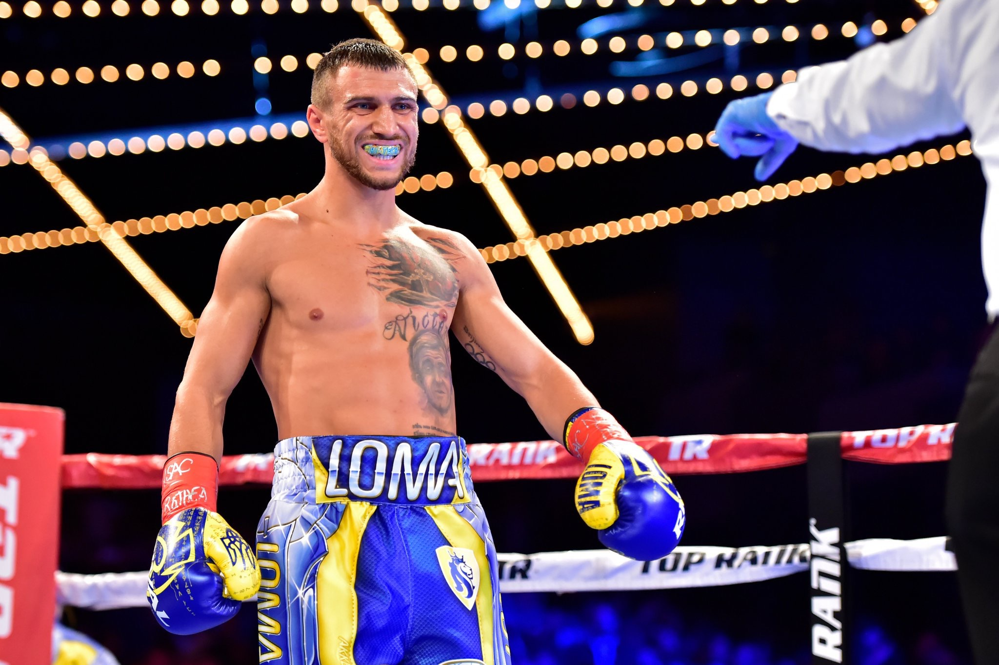 Lomachenko stops Linares for historic 3rd world title