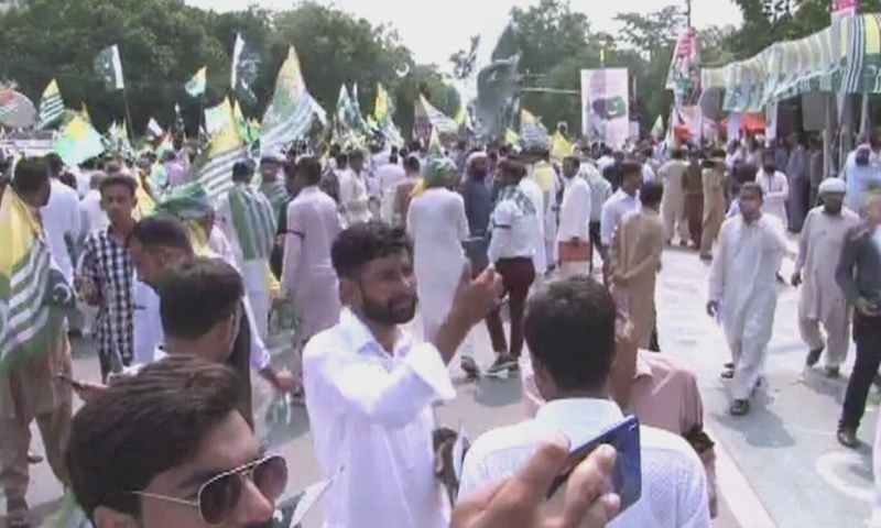 People across Pakistan come out as nation observes Kashmir Hour