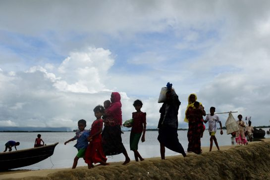 Number of Rohingya refugees fleeing Burma tops 370,000 as crisis worsens