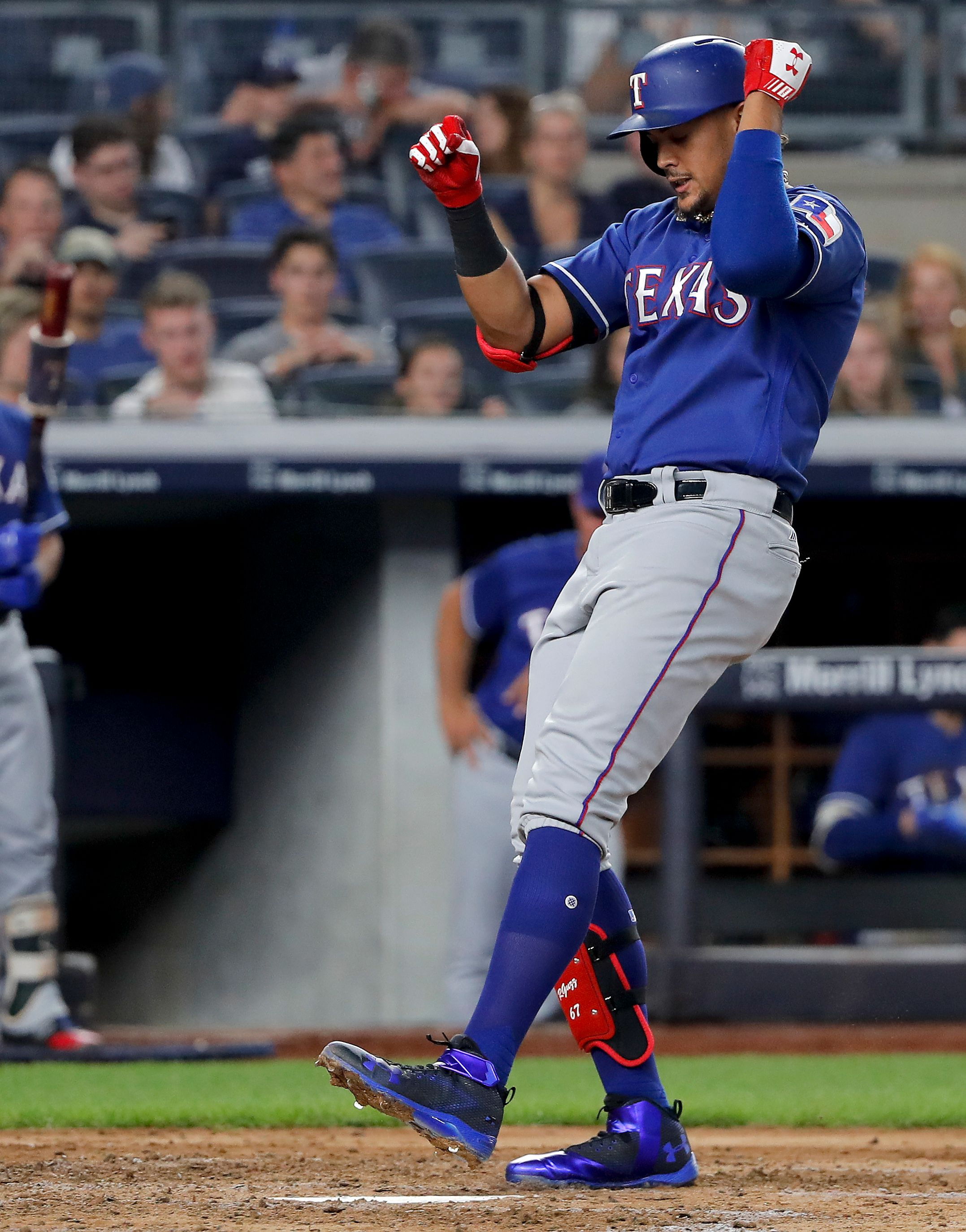 Guzman 1st rookie to hit 3 HRs in game vs Yanks, Texas wins
