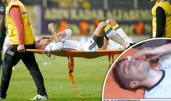 Robin van Persie injury: What happened to the Fenerbahce striker's eye?