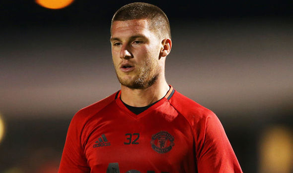 Confirmed: Manchester United agree deal for goalkeeper… Mourinho's delighted